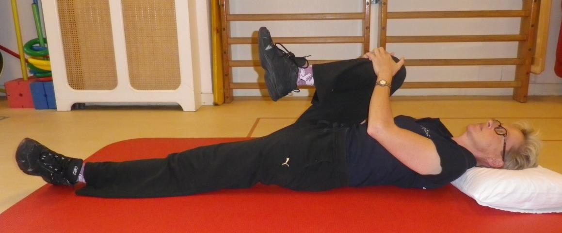 Heup en bekken mobiliteit oefening 1b: Knie naar borst, gestrekt been - 2