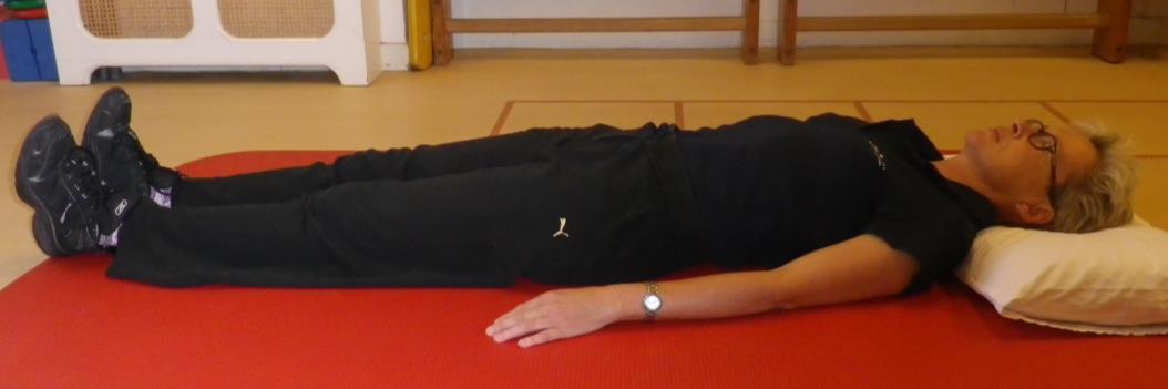Lage rug en bekken mobiliteit oefening 2b: Knie naar borst, gestrekt been - 1