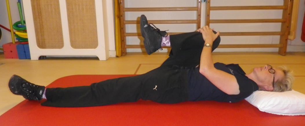 Lage rug en bekken mobiliteit oefening 2b: Knie naar borst, gestrekt been - 2